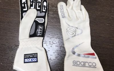 Win a pair of Gloves of Sergio Canamasas, F2 Pilot, and signed by him. Draw on Twitter.